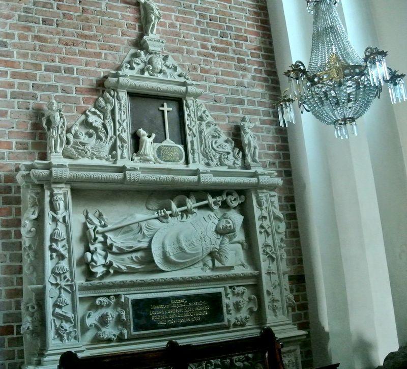 Kaplica św. Franciszka Ksawerego - nagrobek Kościeleckiego