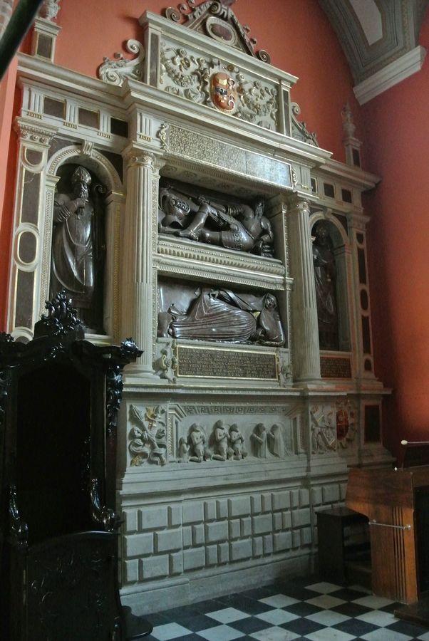 Kaplica Najświętszego Sakramentu  - nagrobek Górków