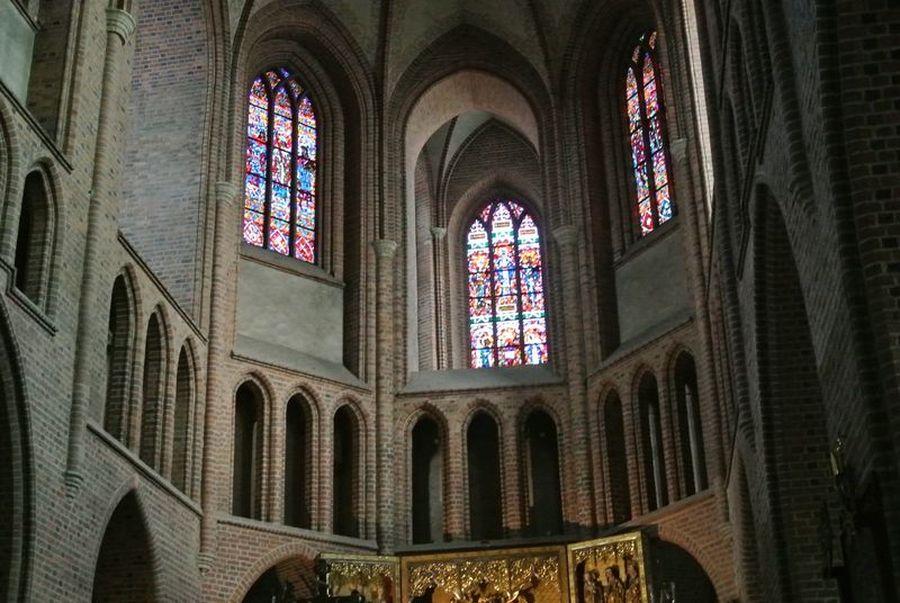 Katedra wewnątrz4