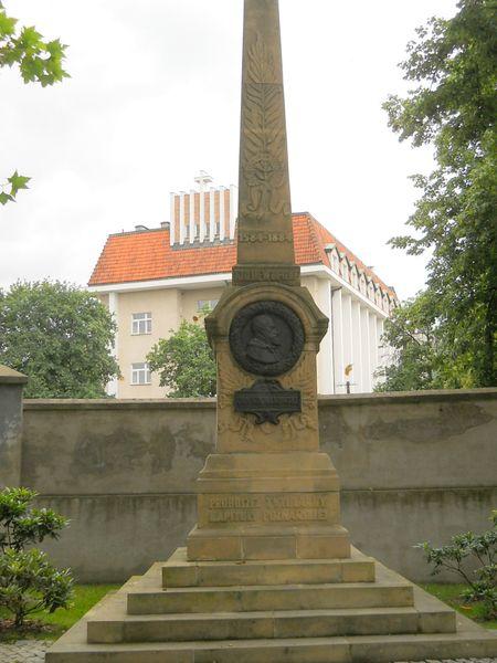 Pomnik Jan Kochowski Ak.Lubrańskiego2