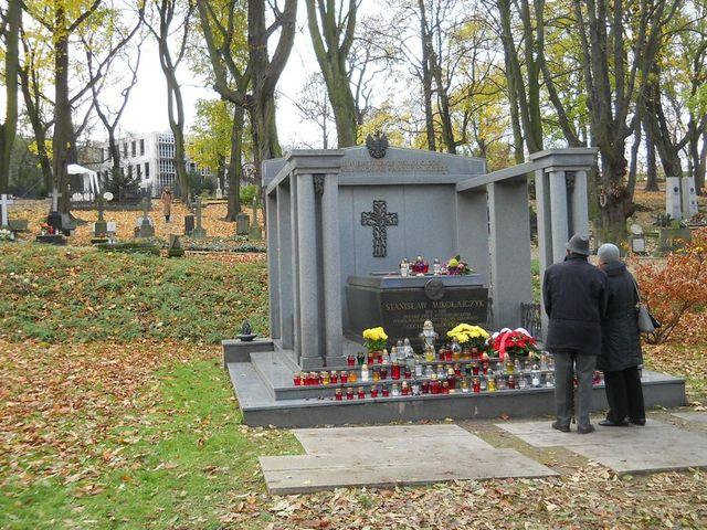 1s Cmentarz Zasłużonych Kopia