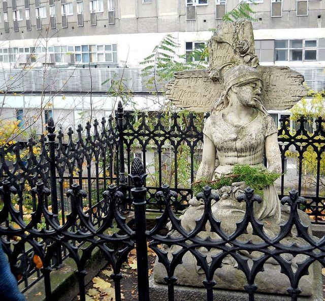2 Cmentarz Zasłużonych Kopia
