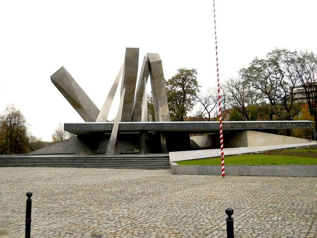 4b Pomnik Armii Poznań Kopia