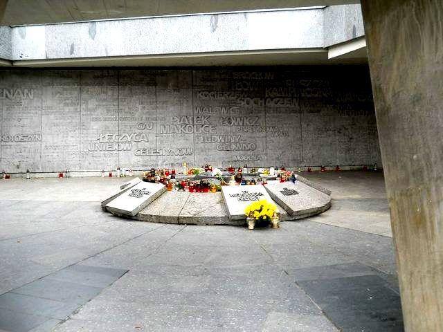 4f Pomnik Armii Poznań