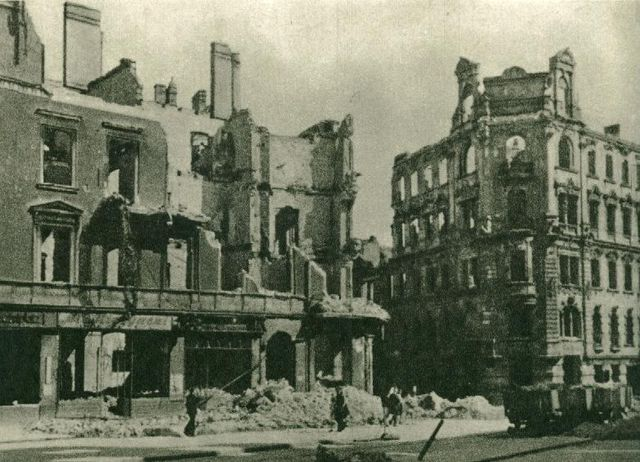 Plac Wiosny Ludów 1945