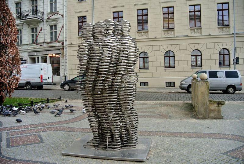 4e pomniki golem