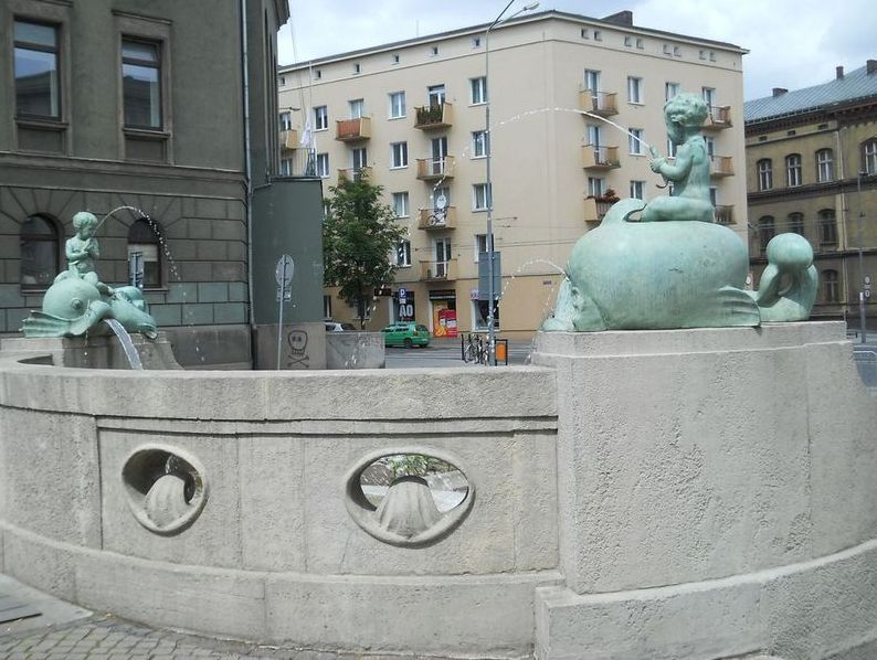 5a fontanna z delfinami Kopia