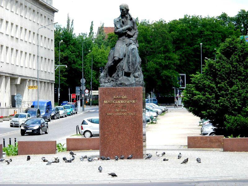 6b Pomnik K.Marcinkowskiego Kopia