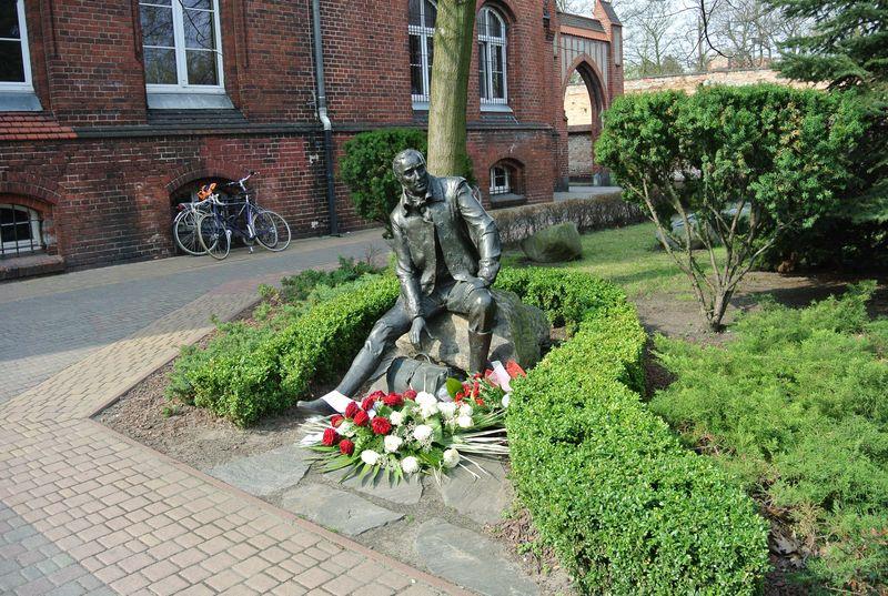 6c Pomnik K.Marcinkowskiego
