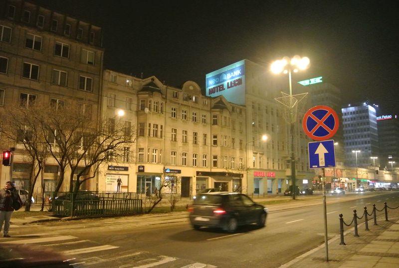 6i ulica nocą