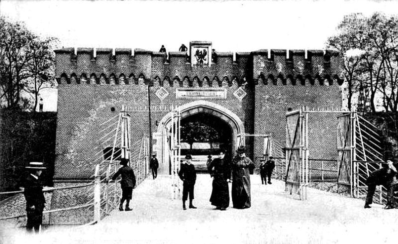 Brama Dębinska1
