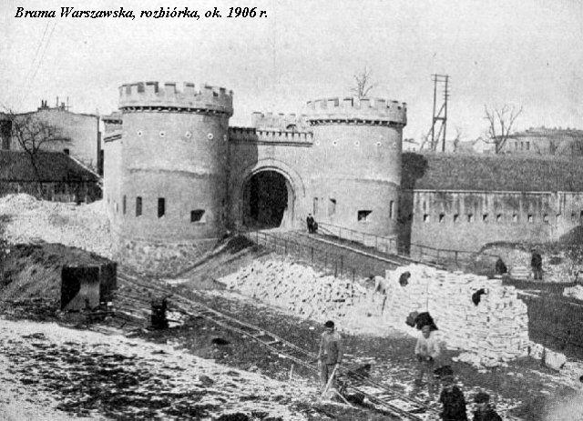 Brama Warszawska, rozbiórka, ok. 1906 r.