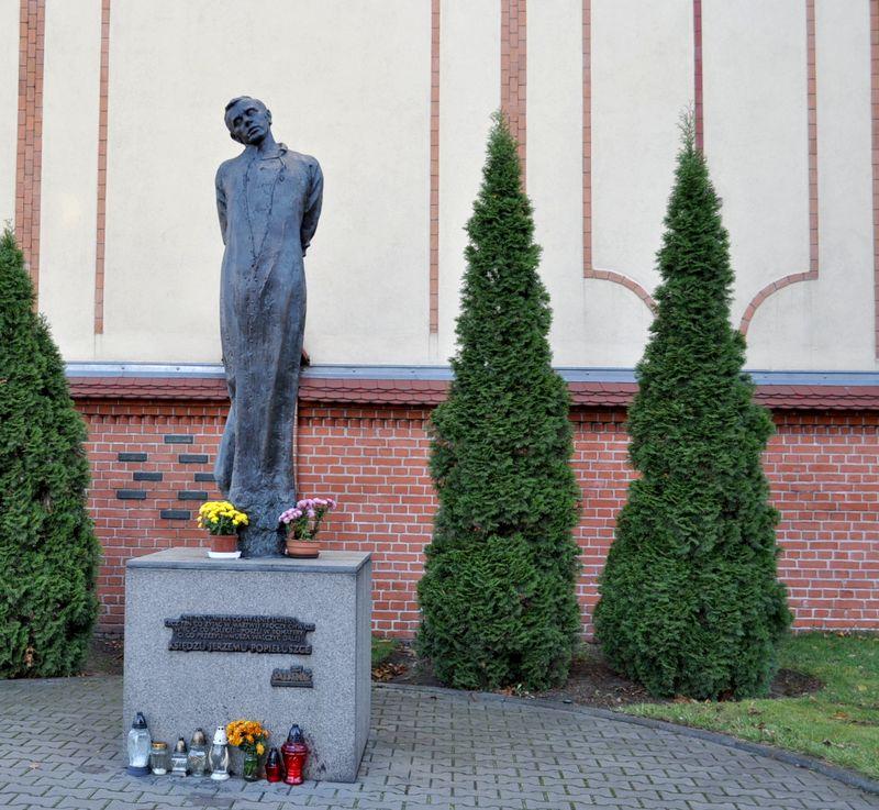 Symboliczny grób ks. Jerzego Popieuszki1