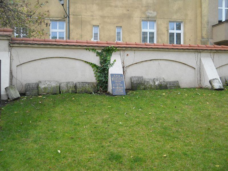 Ul. Głogowska - Macewa rabina Egera 3